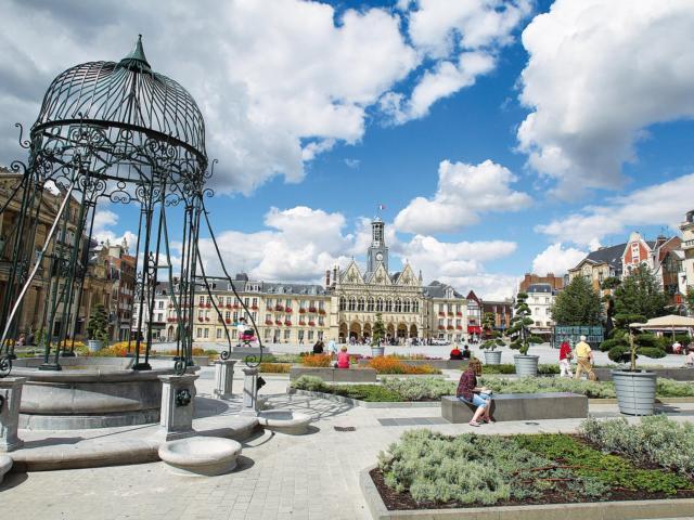 12-place-hotel-de-villeot-saint-quentin.jpg
